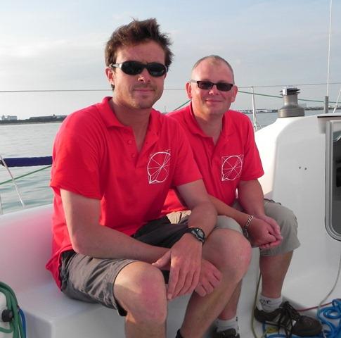 Deux normands sur les flots : Jean-Charles MONNET (skippeur) et Benoît RIVIERE (co-équipier) lors de l'édition 2011