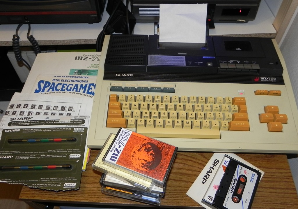 Merci à Denise (08) pour son Sharp MZ-700, documentation, SpaceGames et cassettes