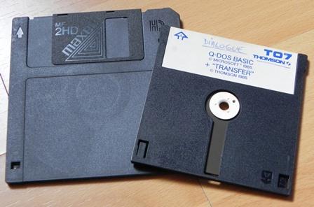 """Disquette 3""""1/2 opposée à une disquette QDD (2.8"""")"""