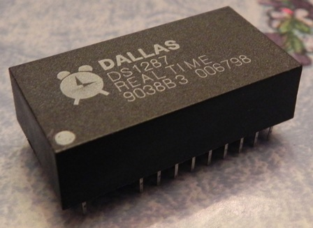 COMPAQ DESKPRO 386N : la pile est intégrée à l'horloge DALLAS DS1287... la pile est morte...
