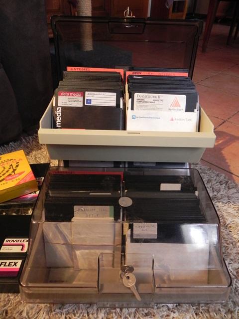 """De retour de Paris avec 1000 disquettes 5""""1/4 pleines de logiciels !"""