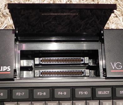 Trappe donnant sur les deux ports cartouche du VG 8020/19