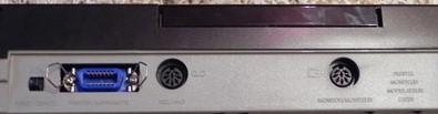 De gauche à droite : Port imprimante de type centronics, connecteur DIN 8 broches pour lecteur cassette et sortie vidéo RGB (DIN 8 broches)