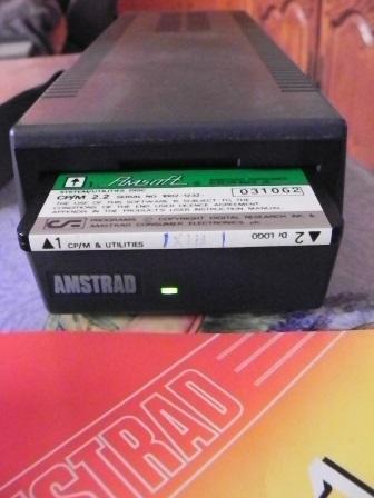 Le lecteur de disquette DDI-1 avec sa disquette CP/M