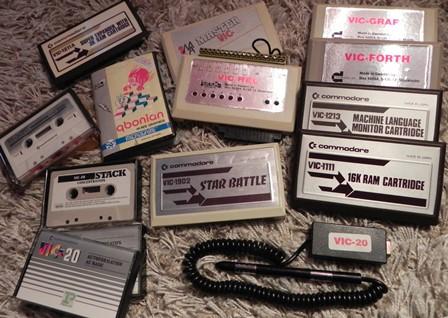Cassettes et cartouches pour Commodore VIC20 : Forth, langage machine, autoformation Basic, extension de mémoire...