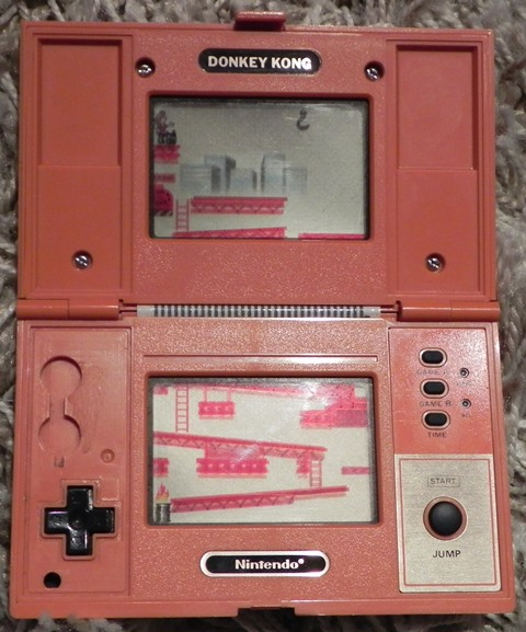 "Console de jeux ""Game & Watch"" de Nintendo : Donkey Kong (1982)"