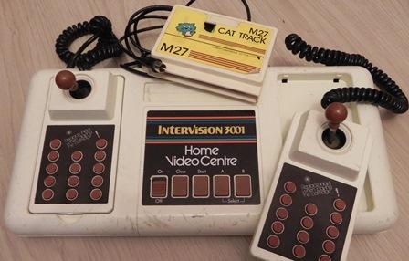 Console de jeux Intervision 3001 Home Video Centre (1982) avec deux manettes détachables