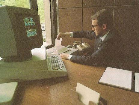 Utilisation du tableur Multiplan sur Olivetti M20 par un directeur financier (Basic Plus)