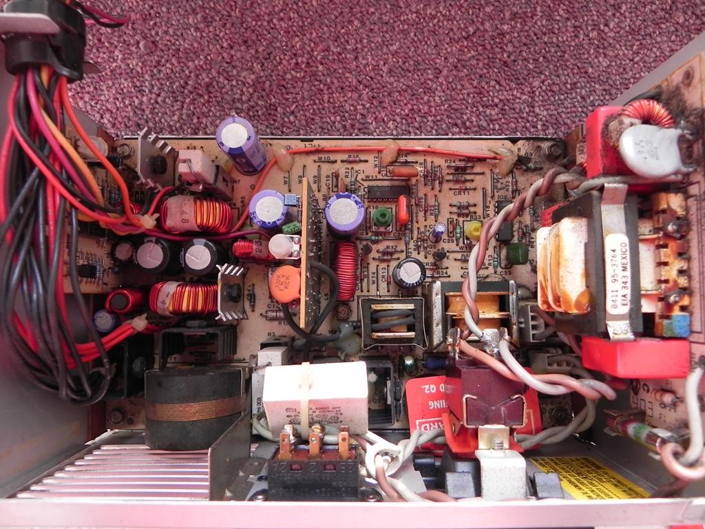 IBM 5155 - Détail de l'alimentation (vue du dessus)